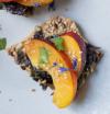 Toasts au  tartare d'algues & Fruits de saison
